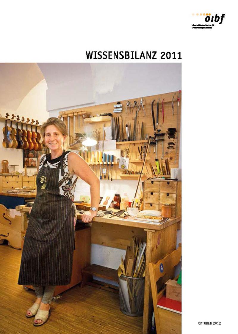 Coverbild Wissensbilanz 2011 - Abbildung einer Angestellten eines Musikinstrumente-Werks